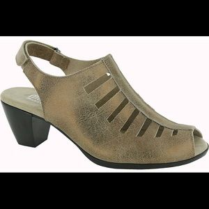 Munro Abby Sandal - in Bronze Leather